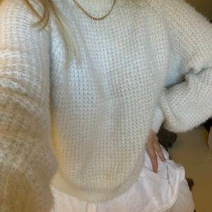 Tunnt stickad tröja perfekt till en kjol en sval sommarkväll! 💞