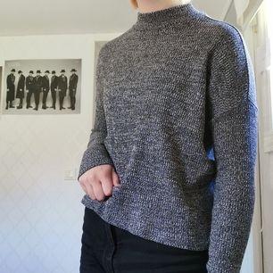 Grå ribbad långärmad tröja, 40kr + frakt 44kr