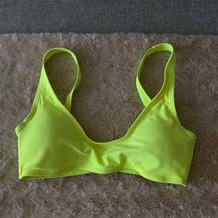 Bikini topp köpt i London. Storlek 38 men liten i storleken!! Aldrig använd pga den är för liten för mig🦋