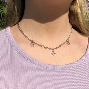 Handgjort, nickelfritt halsband med stjärnor⭐️ Finns flera par, 80 kr + 11 kr frakt ✨