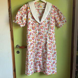 Säljer denna fina klänning från Nelly för 80kr😊 frakt ingår inte i köpet