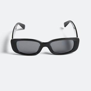 Söker dessa solglasögon. Kontakta mig om du säljer en💗