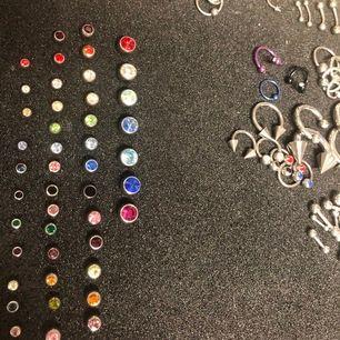 Gör ditt egna precis som du vill ha det. Finns flera färger och olika modeller utöver de på bilden. Finns i andra färger tillexempelt hästsko och stavar. Massvis med andra tillbehör. 😊 från Laboro och såklart helt nya fina smycken till bättre pris!!
