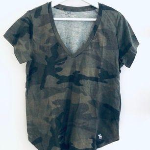 T-shirt från abercrombie & fitch. Storlek S i oversized modell. Mycket gott skick. Frakt 44 kr. #tshirt #abercrombie