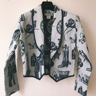 Vintage cropped jacket with rodeo and cowboys inspired print 🤠 blue and light blue, size M, very good condition
