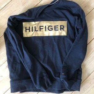 En jättefin tröja, köpt i USA. Den är storlek S