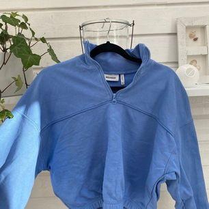 Super fin sweatshirt från Weekday, använd ett fåtal gånger. Frakt ingår inte i priset⭐️💙💙