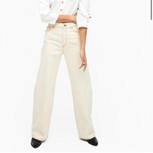 Vita jeans från Monki, stl 27 (waist) dvs sitter som en stl 36. Använda endast en gång!! Nypris 400kr