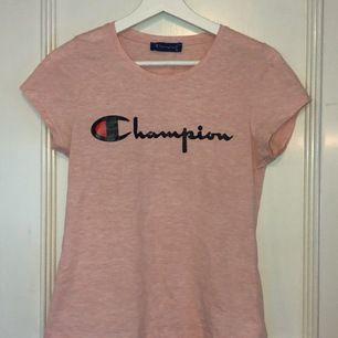 Rosa champion t-shirt