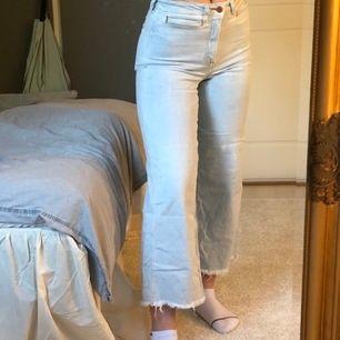 Jeans från H&M som jag blekt själv hemma! Köpare står för frakt!