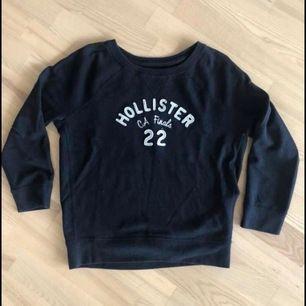 Säljer min sweatshirt från Hollister. Bra skick! Storlek S