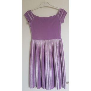 Kort, fin klänning från Asos. Använd endast en gång. Rätt åtsittande.