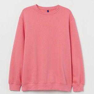 en superfin rosa oversized sweatshirt!! Lite svårt att visa färgen, kan skicka fler bilder om så önskas!! använd 1-2 gånger, köparen står för frakt 💞💞