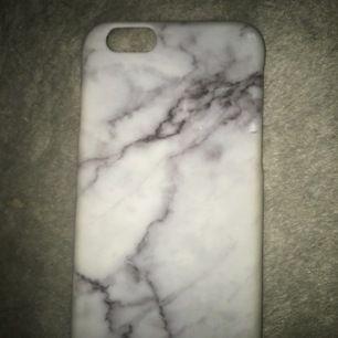 Grått och vitt marmor skal av plast