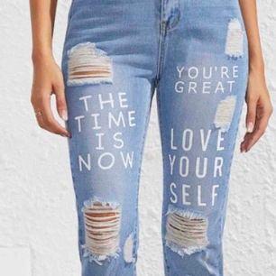 Ett par snygga jeans storlek m men könns som S dom är från shein och alldrig använda frakt tillkommer.