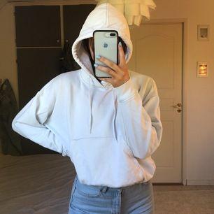 Vit weekday hoodie, köpare står för frakt! Stl XS men sitter mer som en S