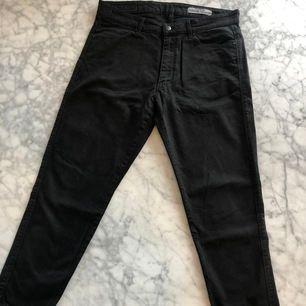 Svarta ADNYM jeans, välanvända. Nypris 1500kr.