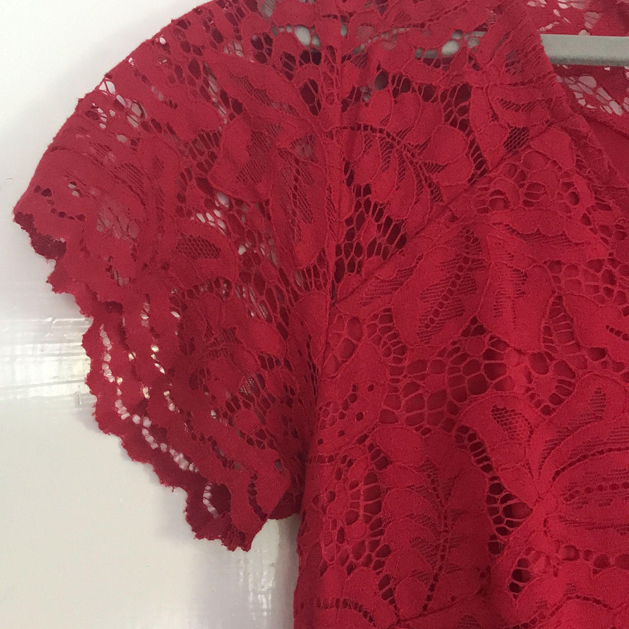 Sjukt fin röd klänning med spets. Klänningar.