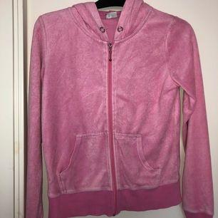 Säljer även denna hoodie från cubus då den inte heller kommer till användning längre. Köparen står för frakten.