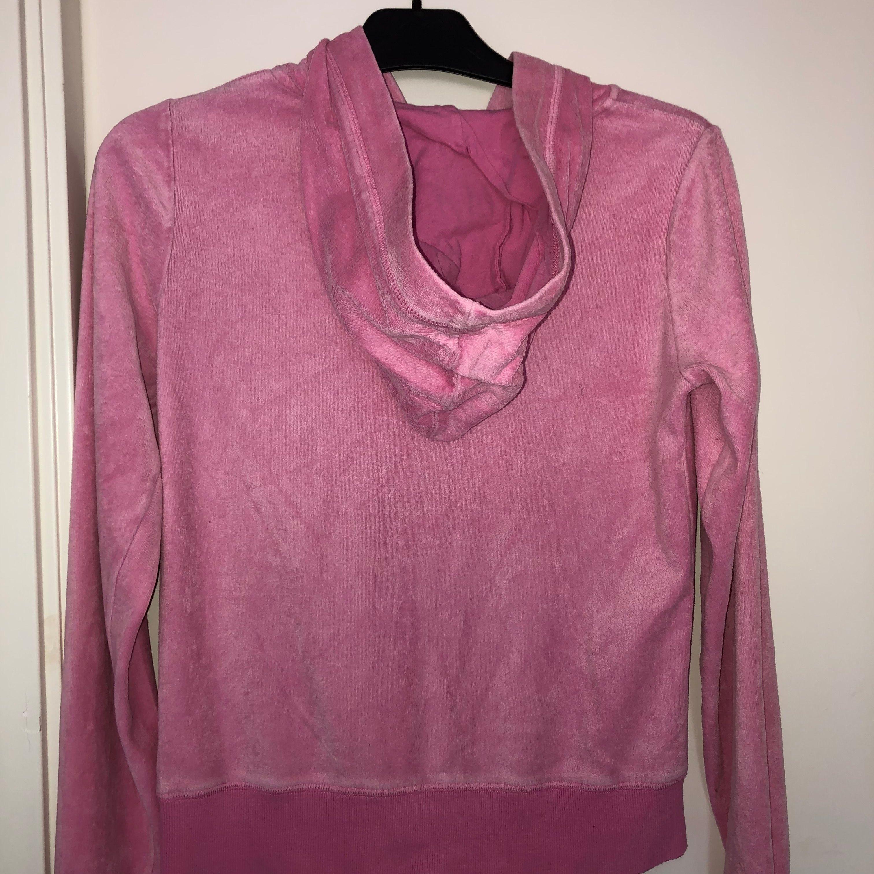 Säljer även denna hoodie från cubus då den inte heller kommer till användning längre. Köparen står för frakten som är 63kr. Huvtröjor & Träningströjor.
