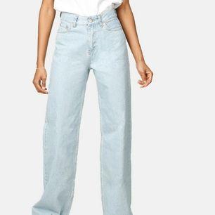 Säljer mina junkyard wide leg jeans pga ingen användning längre. Superfin ljusblå färg och snygg passform