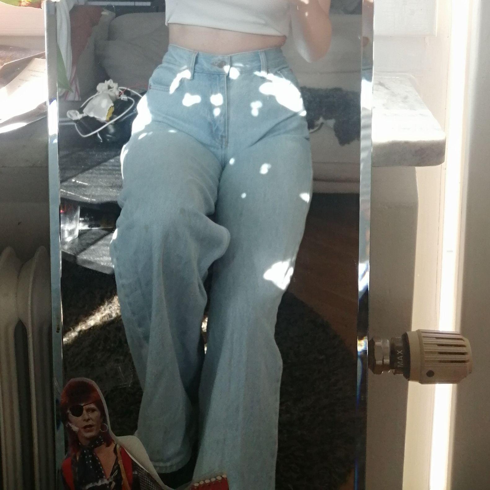 Säljer mina junkyard wide leg jeans pga ingen användning längre. Superfin ljusblå färg och snygg passform. Jeans & Byxor.