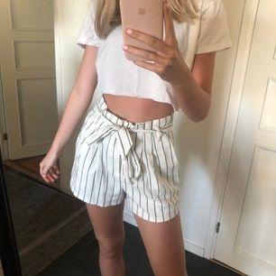 Säljer dessa vita shorts då dom inte kommer till användning💖 Betalning sker via swish och frakten kan kombineras med andra plagg💖
