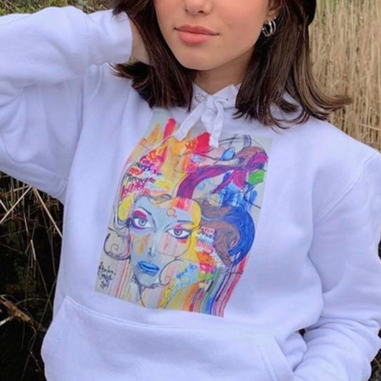 Jätte fin hoodie som jag tyvärr tröttnat på, skriv vad du betalar för den så säger ja ja eller nej. Om många vill ha så blir det budgivning🥰. Huvtröjor & Träningströjor.