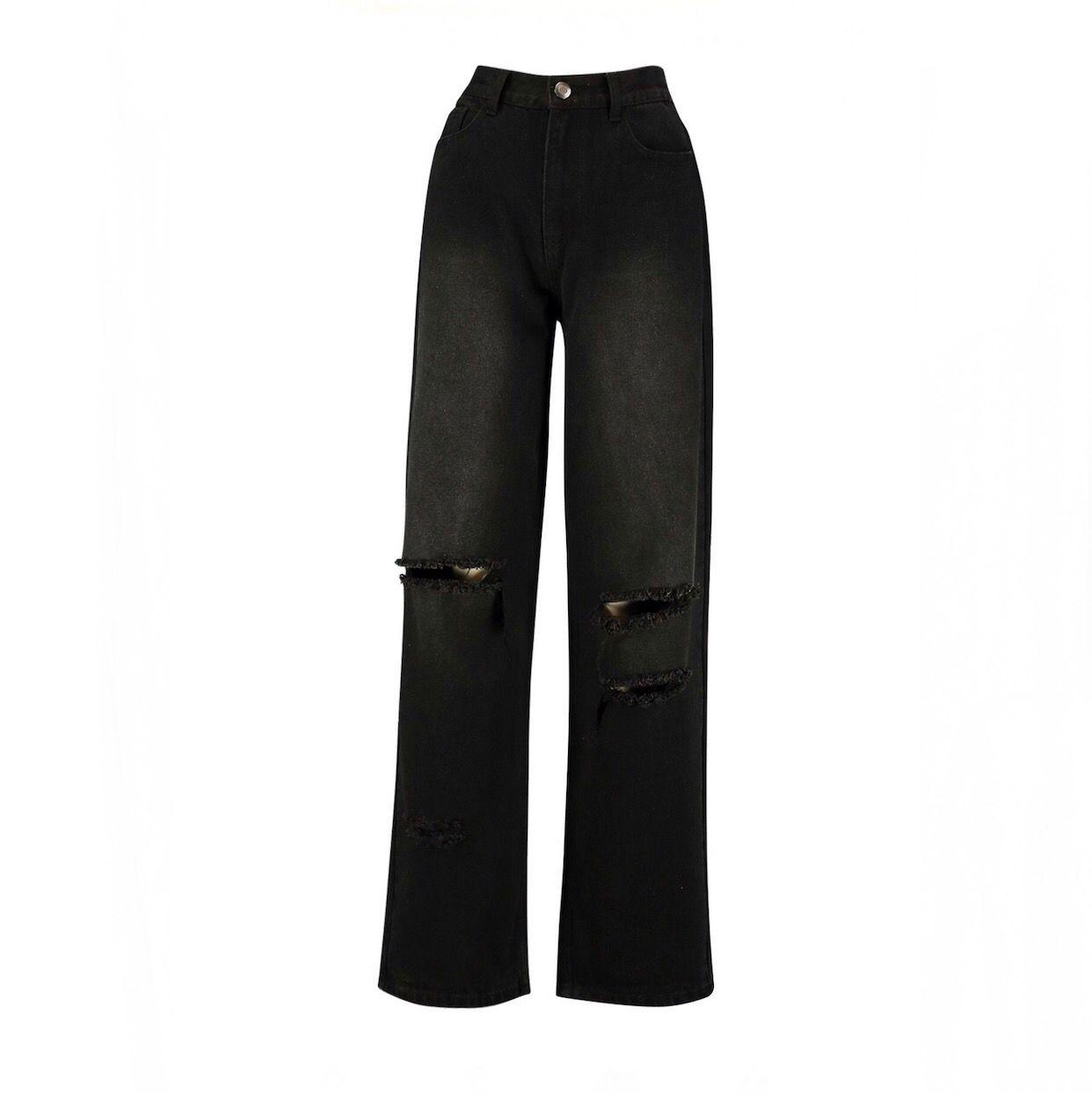 Super snygga ripped boyfriend jeans från boohoo, aldrig andvända för de är för långa. Köparen står för frakten, kan annars mötas på södra sidan av Stockholm! 🥰🥰. Jeans & Byxor.