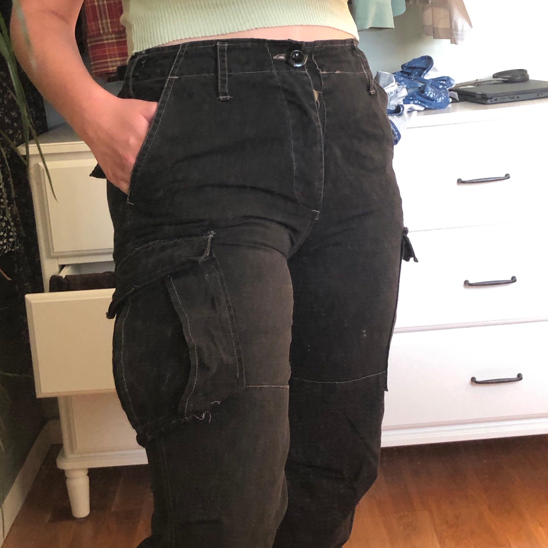 Säljer mina asballa cargo pants från Urban outfitters då de tyvärr inte kommer till användning längre. Inköpta i london för ca 800 har jag för mig. Skriv vid frågor/fler bilder. . Jeans & Byxor.
