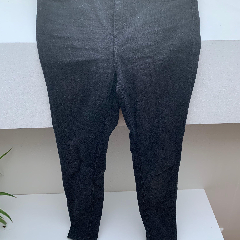 Aldrig använda, bara provade. Säljes pga för små för mig.. Jeans & Byxor.