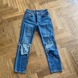 Säljer dessa skit nice jeans. Tyvärr har de blivit för små för mig. Storlek 34