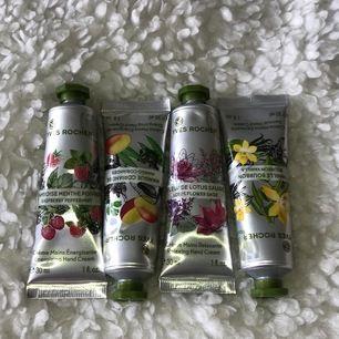 Handkrämer från Yves Rocher. Oanvända i olika dofter, Vanilj, Lotusblomma, Mango & Hallon. 💐🌾 Endast öppnade och luktar väldigt gott. Används dock inte så säljer dem därför. 20kr/st eller alla för 55kr 💕💖💘⚡️