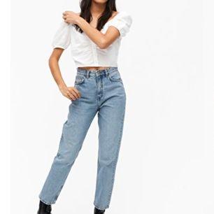 Hej. Säljer dessa jeans i storlek 30 vidare pga felköp, de är från monki och modellen heter Taiki. Så snygga och otroligt sköna! Aldrig använda. Frakt ingår i priset!