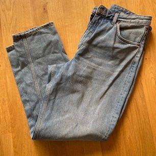 Hej. Säljer dessa jeans i storlek 30 vidare pga felköp, de är från monki och modellen heter Taiki. Så snygga och otroligt sköna! Aldrig använda. Fraktkostnad kan diskuteras. 😊