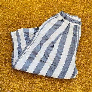 Som ny, fri frakt, vit och ljusblå vid byxa, long: ~70cm