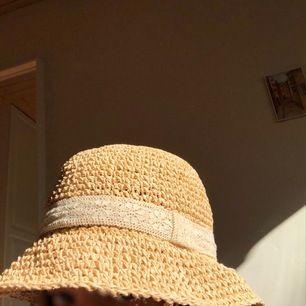 Fin hatt som har använts flera gånger, men sparsamt! Köpare står för frakt:)