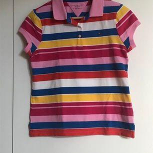 Jättefin och cool skjorta från Tommy hilfiger som knappt är använd. Og pris 500:-