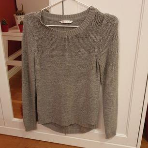 Grå stickad tröja från only i storlek Xs.