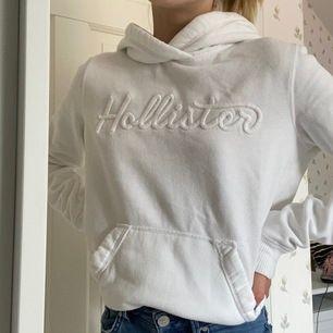 Super fin hollister hoodie! Köpt för 580 kr i somras. Köpt i Stocholm. Har inte kommit till någon användning.