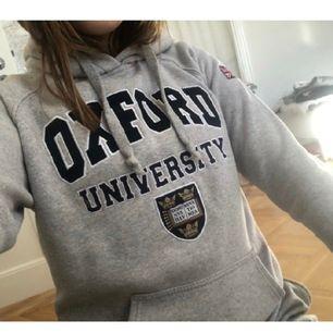 Supersnygg oxford hoodie köpt I London! Strl L men funkar för S/M! Buda I kommentarerna!!!
