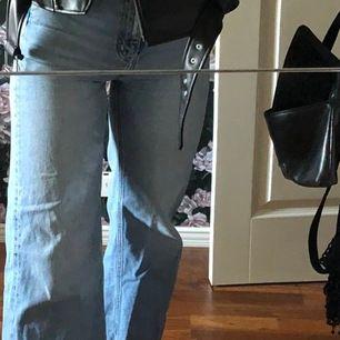 Jeans från weekday, för små för mig. Jag är 1.69 o det är lite korta