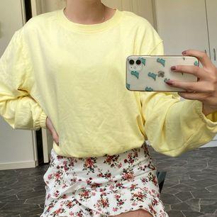 Ljusgul superskön oversised tröja! 💓