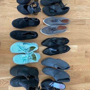 Nelly klacka: 60 kr, låga boots med rem: 80 kr. Platåboots: 100 kr. Gråa låga skor i mocka: 70 kr. Nike träningsskor: 200(nypris 1299). Svarta låga boots: 70 kr. Sminkbord: 150. Gråa klackar/boots: 100. Klackar från Nelly: 70 kr.