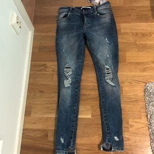 Nyskick. Oanvönda. Från Zara köpta i London. Lågmidjade och tighta. Nypris 25 pund = 290kr