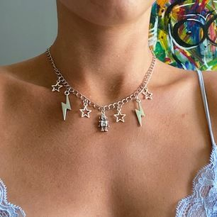 Halsband som jag gjort själv!⚡️🌟 frakt tillkommer:11kr🌈💜