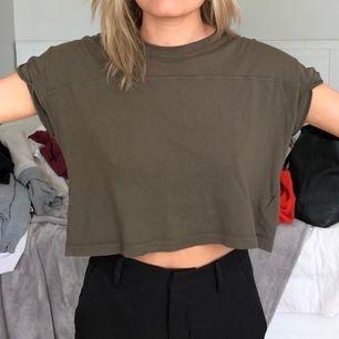 tunn och kort t-shirt i jätteskönt material