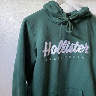 Super skön hoodie, passar till allt, använd fåtal gånger