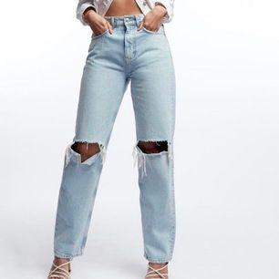 Sälker dessa slutsålda supersnygga trendiga Gina jeansen för de inte riktigt passar mig. Storlek 38 men passar 36 också! De är i superfint skick och precis som nya! Hör av er om ni har några frågor eller vill ha fler bilder! Budgivning i kommentarerna💕