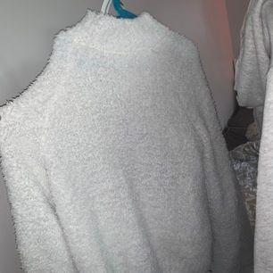 Jätte fin och mysig tröja från GinaTricot. Storlek S. Köparen står för frakten